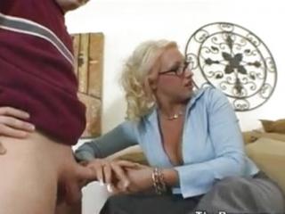 Tio con mucha suerte se folla a su esposa y su secretaria
